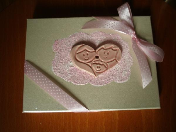 Πρόσκληση κουτί γάμου-βάπτισης με καρδιά πορσελάνης γαμπρό-νύφη-μωρό