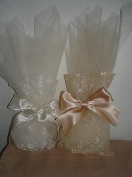 Μπομπονιέρα γάμου πουγκί από δαντέλα ρεγιόν, τούλι με σατέν κορδέλα