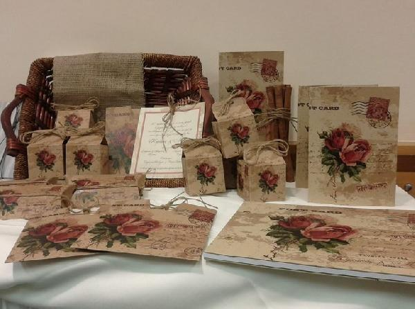 aa0e3398e840 Με τριαντάφυλλα-floral vintage σετ γάμου κάλεσμα